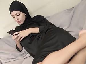 Dirty muslim babe getting pleasure ;)