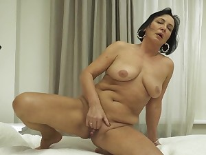 Closeup amateur video be required of shaved pussy Olivia Westervelt having fun