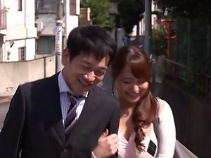 Slutty wife Marina Shiraishi drops on her knees for two cocks