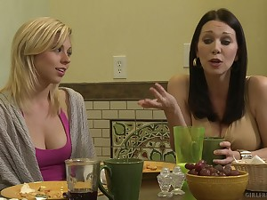 Nice tits amateur babe Uncertain Rain gets her cunt licked by Jodi Taylor
