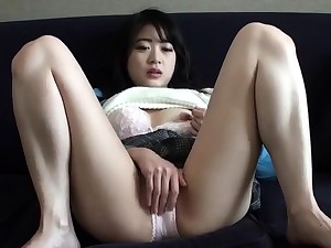 Close up amateur beauty uses their way toy to masturbates