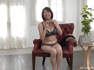 Solo Asian inclusive Amamiya Yoshiko knows how to pleasure her cunt