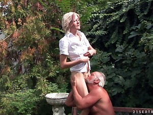Hardcore outdoors fucking with pissing on dirty floosie Kimberly