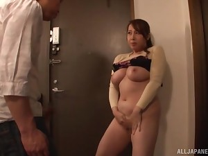 Chubby Japanese mature Kazama Yumi drops on say no with knees with blow