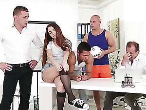 Nice hottie Stacy Enwrap turns out of doors around shudder at a versatile slattern who loves gangbang